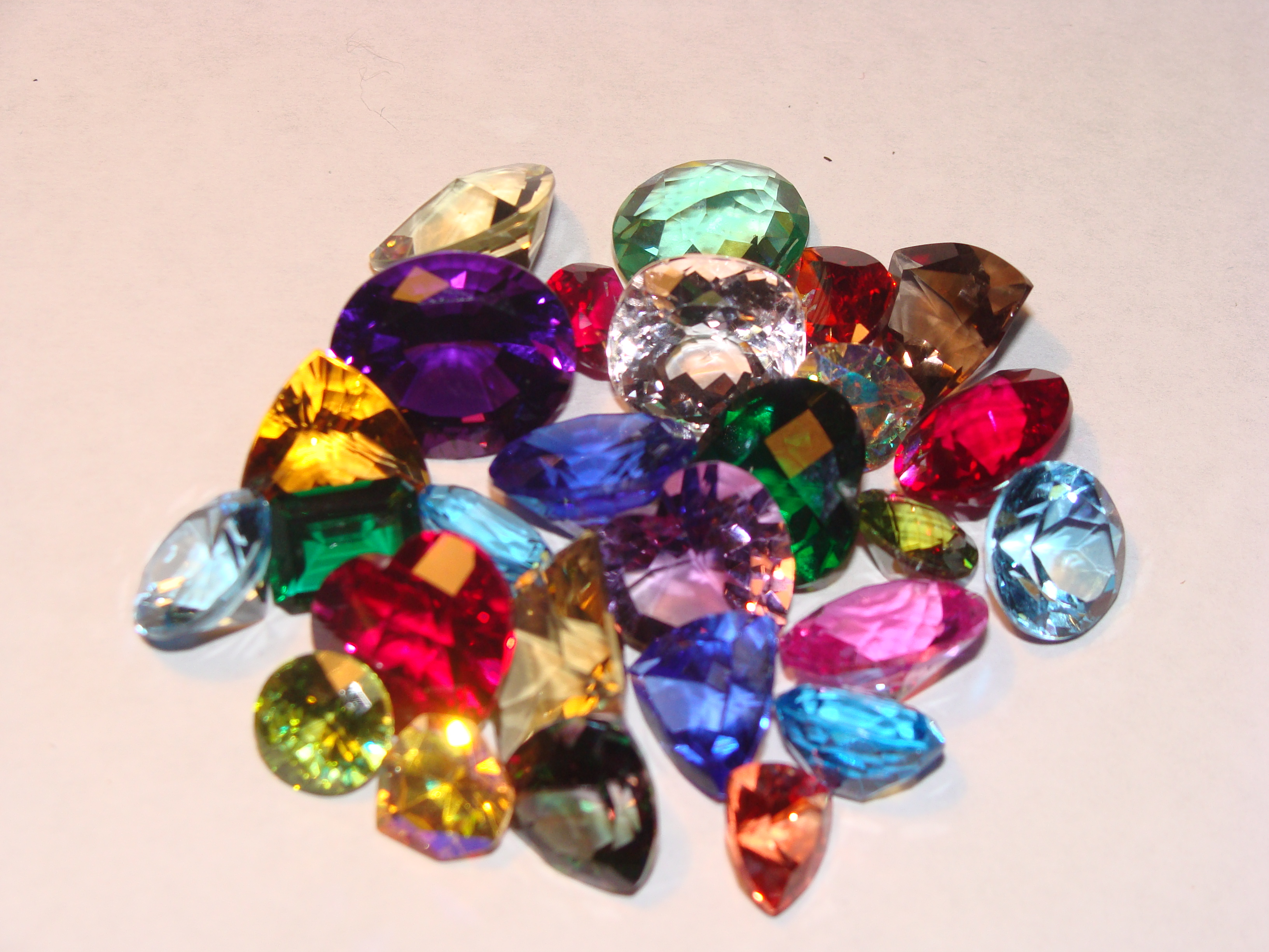 Synthetic vs Natural Gems Whats the Difference